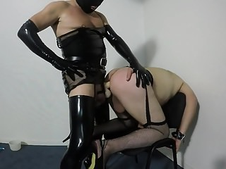 Amateur (Gay);BDSM (Gay);Crossdressers (Gay);Masturbation (Gay);HD Gays Travesti domine un soumis