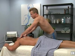 Hunks,Massage,gay,rimjob,muscle Muscle gay rimjob and cumshot