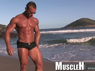 Solo,Outdoors,outdoor,big dick,muscle,athlete, brazil,gay Big dick bodybuilder outdoor and cumshot