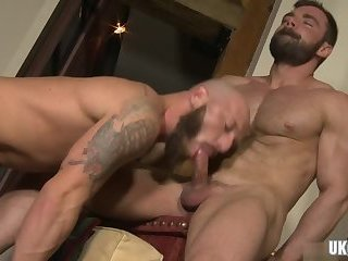 Hunks,Blowjob,bear,muscle, flip flop,gay Muscle bear flip flop and cumshot