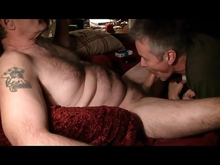 Amateur (Gay);Bears (Gay);Blowjobs (Gay);Daddies (Gay);Giving Giving daddy a Blowjob part 2.
