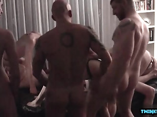 Anal,Mature,daddy,orgy,hairy,hairy chest,otter,gay Balthazar and jaff stronger  with friends