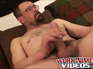 Cumshot,Amateur,Masturbation,Solo,Mature,hairy,bearded,workingmenvideos,gay Nerdy mature amateur works on his dick until he cums