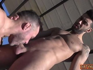 Anal,Hunks,Outdoors,bear,muscle,flexible,spilt porn,gay Muscle bear anal and cumshot