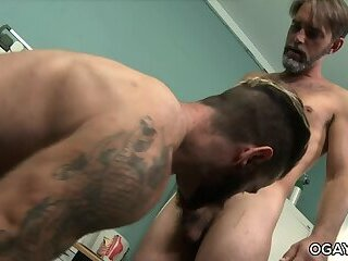 oral,anal sex,hardcore,deep throat,big dick,brunette,hairy,gay Over 30 Gay Men