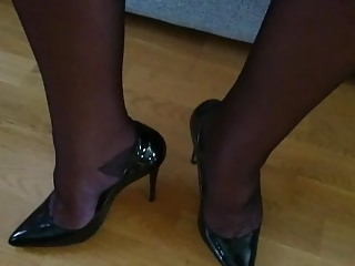 Men (Gay);Crossdressers (Gay);Masturbation (Gay);HD Gays;Masturbates Crossdresser masturbates in RHT Cervin Capri and high heels