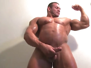 Amateur,Masturbation,Solo,Body Builders,muscled,gay Huge bodybuilder poses in the nude