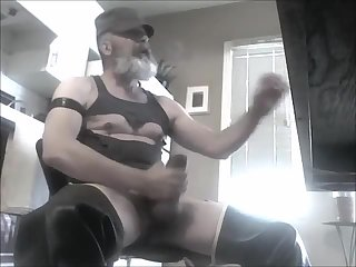 Amateur,Masturbation,Solo,Bears,Fetish,Mature,daddy,beard,gay Leather daddy bounces those big balls