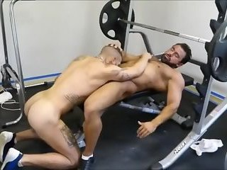 Amateur,Big Cock,Blowjob,gay MM Two hairy Muscle Hunks fuck raw At The Gym
