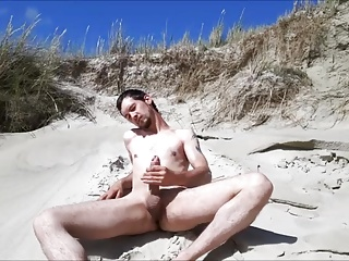 Amateur (Gay);Outdoor (Gay);Men (Gay);Masturbation (Gay);Handjobs (Gay) Exhibtionist jerking at the beach again
