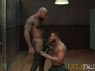 Big Cock,Body Builders,Interracial,Blowjob,gay Hulking ebony bear sucks