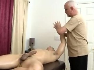 Handjob,Mature,Blowjob,Massage,old & young,gay Topher Dimaggio Massage Turns Into An Dilf Oldie Grey dude Slurping His Salami