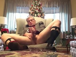Amateur,Masturbation,Solo,Mature,daddy,gay A silver daddy Christmas