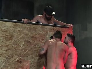muscle,bear,facial,gay Muscle bear foursome and facial