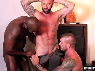 Hunks,Tattoo,Threesome,Blowjob,gay,muscle Hot gay threesome and creampie