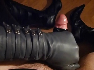 Amateur (Gay);Big Cocks (Gay);Crossdressers (Gay);Masturbation (Gay);Men (Gay);Leather Latex Leather Wank