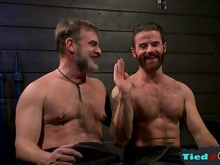 Bears,Bondage,Mature,muscle,leather gear,gay Leather loving gay bear sucked off