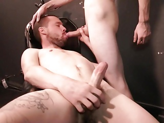 Gay Porn (Gay);Bareback (Gay);Blowjobs (Gay);Gaping (Gay);Hunks (Gay);HD Gays Prends moi sur le sling.