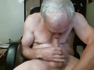 Daddies (Gay) Grandpa sucks himself