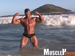 Solo,Body Builders,Outdoors,outdoor,big dick,muscle,athlete,gay Big dick bodybuilder outdoor with cumshot