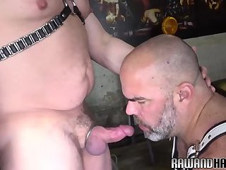 Anal,Bears,Mature,Bareback,gay Leather bear sucks thick cock before bareback