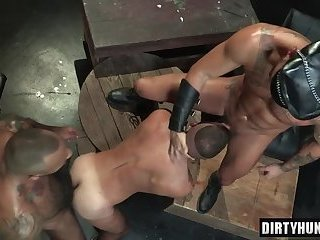 Anal,Threesome,gay,bear,group sex,muscle Muscle bear threesome with cumshot