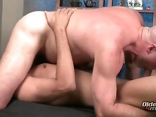 Anal,Cumshot,Big Cock,Hunks,Mature,Rimming,Blowjob,Massage,gay Client gets more then a rub down