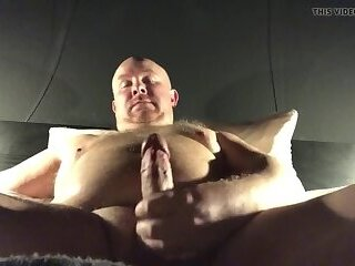 Amateur,gay chubby daddy bear masturbation