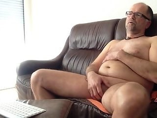 Amateur,Masturbation,Solo,Mature,gay small, Soft penis Growing large