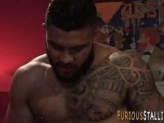 Bears,Bisexual,Blowjob,gay,HD Brawny stud gets facial after riding
