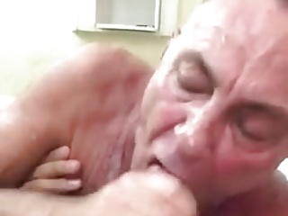 Amateur (Gay);Blowjobs (Gay);Daddies (Gay);Suck Cock;Hot Suck Hot hairy daddy suck cock