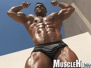 Solo,Body Builders,Outdoors,muscle,gay Muscle bodybuilder rimjob and cumshot