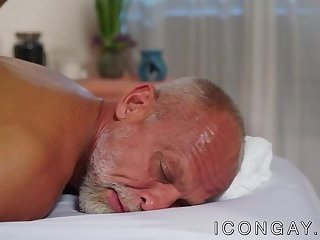 Big Cock,Mature,Rimming,Blowjob,Massage,gay,hunk,big dick,ball licking,muscle,daddy,hardcore gay,icongay,cock ring,Jaxton Wheeler Gray daddy enjoys an oral session with muscled masseur