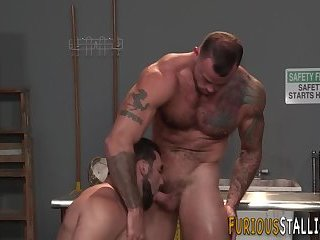 Masturbation,Big Cock,Body Builders,Blowjob,muscle,hung,gay Well built hunk jizzes