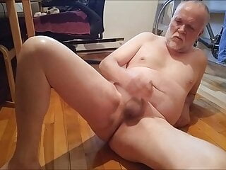 Amateur (Gay);Daddy (Gay);Canadian (Gay);HD Videos Just drinking some delicious piss in the afternoon.
