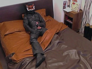 fox;leather-mask;full-leather;leather-gloves;leather;leather-pants;leather-shirt;leather-bed;big-cock;vocal-male;loud-orgasm,Daddy;Fetish;Solo Male;Big Dick;Gay;Cumshot;Verified Amateurs Leather Fox in leather bed jerks his hard cock and cums!