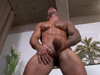 Amateur,Masturbation,Body Builders,gay Inked army stud strokes cock on his back