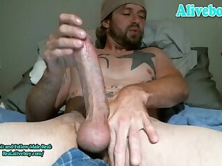 Amateur,Masturbation,Solo,Big Cock,webcam,Homemade,Hunks,Tattoo,muscle,daddy,jerk off,fit body,gay full tattoos daddy with big dick wanks and shoots cum on webcam
