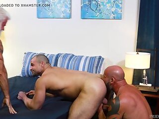 Anal,Amateur,Hunks,Threesome,Blowjob,muscle,daddy,gay Bearback 2 Older Bears Double Down On Cub
