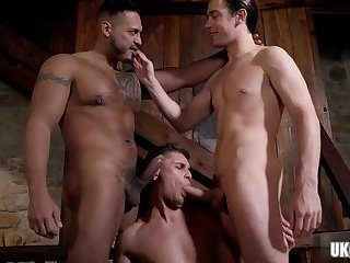 Ebony,Interracial,Rimming,Threesome,Blowjob,gay,muscle Muscle gay threesome and cumshot